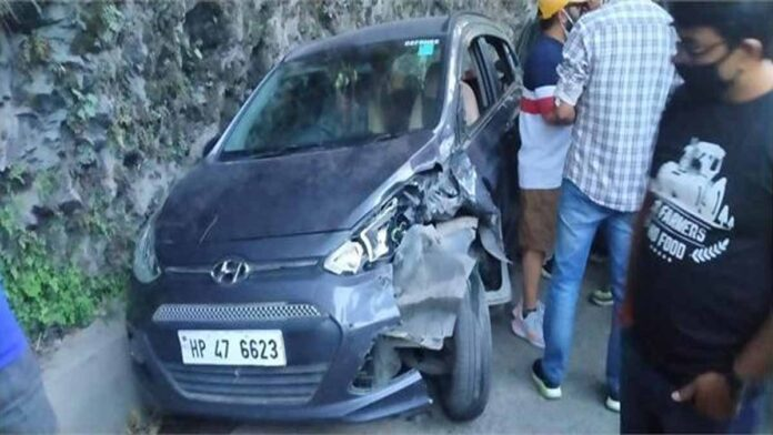 uncontrolled truck rammed into road parked cars